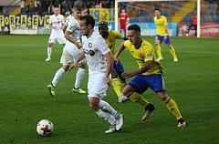 Fotbalisté Zlína (ve žlutých dresech) se v 10. kole HET utkali s předposlední Jihlavou.