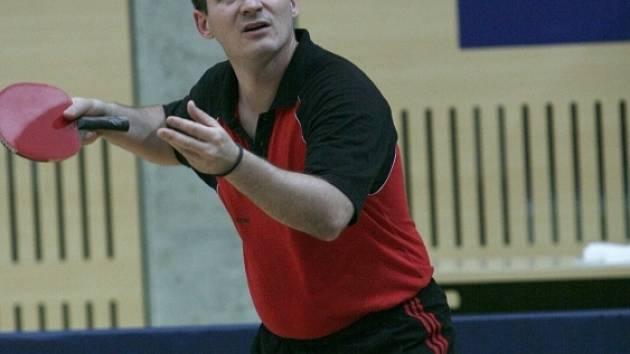 ÚSPĚCH. Zkušený Marek Čihák přispěl k vítězství Avexu Zlín dvěma body ve dvouhře a jedním ve čtyřhře. Nestačil jen na maďarského reprezentanta Lindnera.