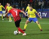 Prvoligoví fotbalisté Fastavu Zlín (ve žlutém) v sobotním 16. kole v odvetě doma hostili nováčka z Opavy. Na snímku Podio a Zavadil.
