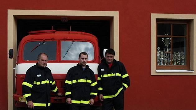 Členové Sboru dobrovolných hasičů Loučka