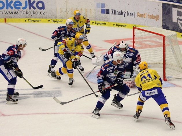 Hokejisté PSG Zlín (ve žlutém) proti Kometě Brno.