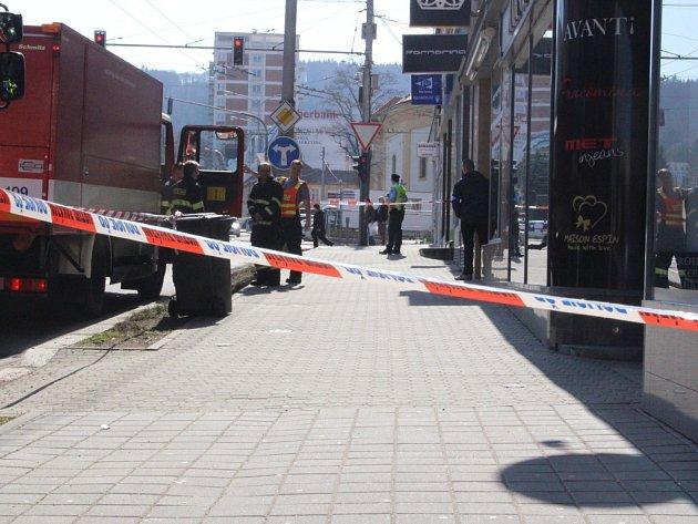 Kvůli podezřelému balíčku ve Fio bance vykllidil celou budovu.