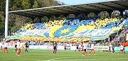 Fotbalisté Fastavu Zlín v retro dresech (bílo červené) u příležitosti oslav 100. let založení klubvu ve 29. kole doma hostili pražskou Slavii. Zlínské choreo u příležitostio oslav.