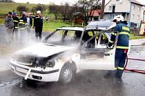 O své auto přišel během pár chvil muž, který měl u Vlachovíc na Valašskokloboucku zapatkovanou Škodu Felicii.
