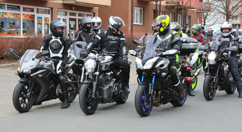 V sobotu 7. dubna 2018 se na náměstí v Otrokovicích konalo zahájení motorkářské sezony vyjížďkou MOTOBESIP - Restart.