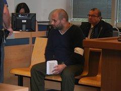 Obžalovaný Pavol Šidolár u Okresního soudu ve Zlíně. Hrozí mu 10 let za porovozování hotelu, kde byla nebezpečná nákaza. Ta si vyžádala vážné onemocnění jednoho z hostů.