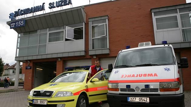 Krajští záchranáři upřednostňují žluté sanitky. Před nedávnem nechali přebarvit na žluto i vozidlo Škoda Octavia, které funguje v Randez Vous systému.