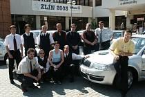 Tým řidičů a dispečerů v roce 2003.