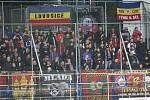 Prvoligové fotbalisté Fastavu Zlín (ve žlutém) ve 13. kole doma hostili pražskou Spartu. Fanoušci Sparty