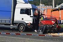 Tragická srážka osobního auta s náklaďákem v Napajedlích, 1. října 2021