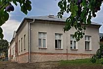 Zlín/ Nová budova Mateřské školy ve zlínské části Mladcová přechází rekonstrukcí. Začátkem školního roku by se děti měly vrátit ještě do původních prostor, opravená bývalá obecní škola jim bude k dispozici až v druhém půlroce školního roku. (foto z ponděl