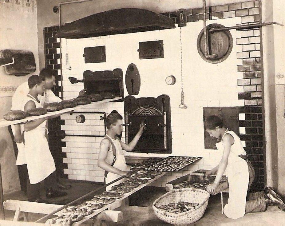 Provoz Halovy pekárny za dob Františka Haly.