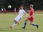 Otrokovičtí fotbalisté (v červených dresech) v generálce na jarní část MSFL podlehli české reprezentaci do devatenácti let 1:2.