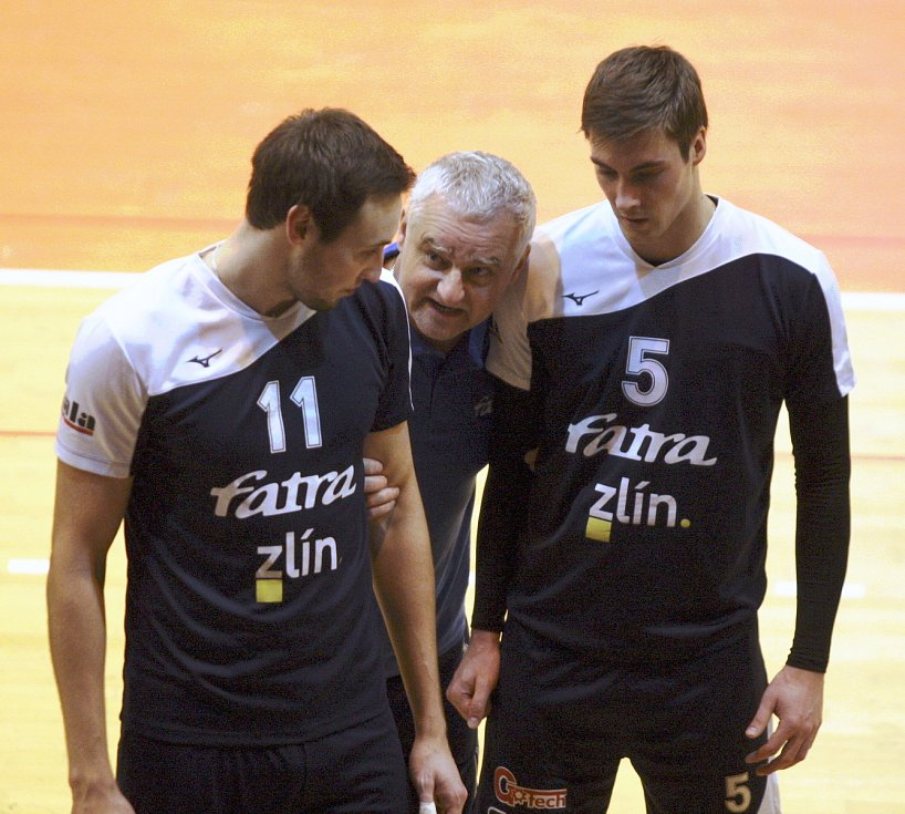 Vojtěch Navláčil (nalevo) se šéfem zlínské Fatry Romanem Mackem a dalším bývalém hráčem Zlína Jakubem Motyčkou.