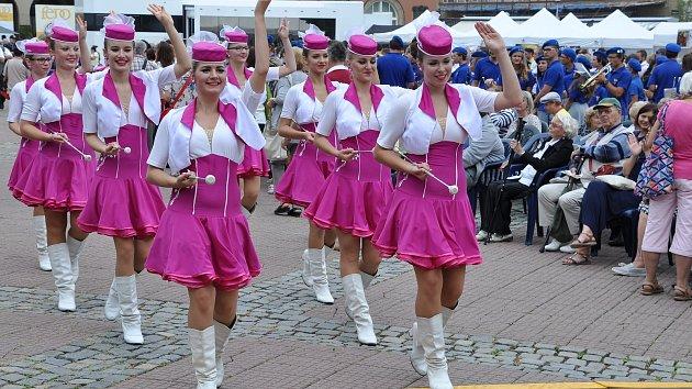 Zlínem prošly stovky muzikantů a tanečníků.