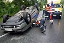 Dopravní nehoda osobního automobilu u obce Petrůvka.