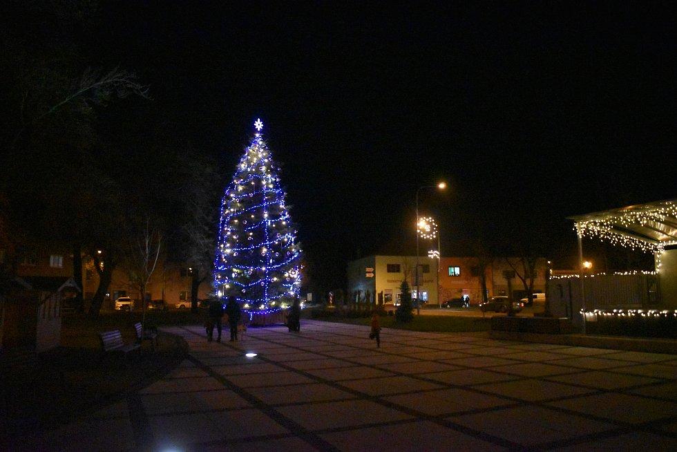 Vánoční strom a výzdoba v Hulíně.