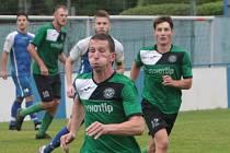 Fotbalisté Velkých Karlovic (zelené dresy). Ilustrační foto