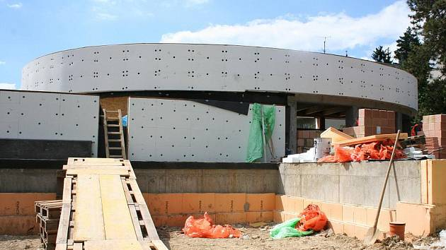 Stavba nové kryté plovárny v Luhačovicích