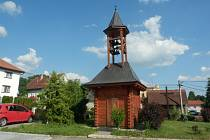 Dřevěná zvonička v Lipové