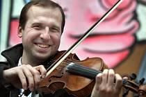Martin Klásek, primáš cimbálovky Demižón, která zahrála na divadelním masopustem ve Zlíně v sobotu 5. února.