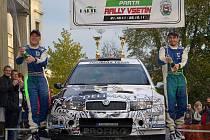 Pavel Valoušek na cílové rampě oslavil titul mistra ve sprintrally pro rok 2011
