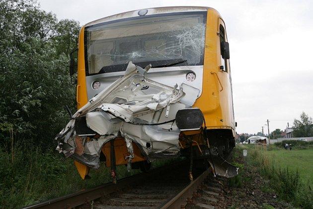 Nehoda mezi vlakem a dodávkou, která se stala u místní části Zlína Želechovice na trati mezi Zlínem a Otrokovicemi ráno 25. července 2008.