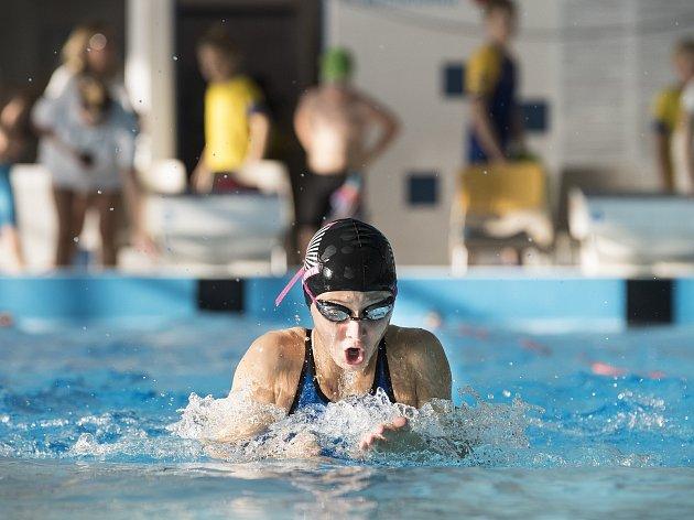Dalšího velkého úspěchu v kariéře dosáhla Jana Přibylová. Mladá plavkyně získala v dalším kole Českého poháru tři bronzové medaile a stala se nejúspěšnější závodnicí Plaveckého klubu Zlín. Foto: archiv