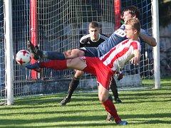 Fotbalisté Brumova (bílo-červení) v 11. kole divize E remizovali v derby se Slavičínem 1:1.