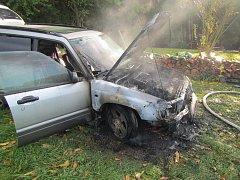 Požár auta u Neubuzi.