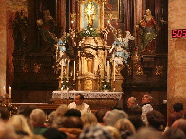 24. 12. 2010 proběhla v Poutním chrámu Narození Panny Marie půlnoční mše.