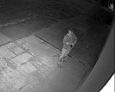 Policie pátrala po identitě muže, zveřejnila jeho fotografii.