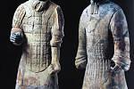 Reprodukce fotografií terakotových vojáků z Xianu.