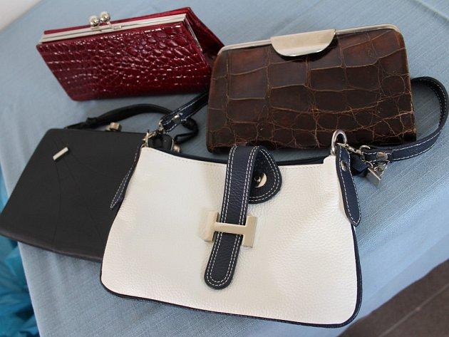 Stovky kabelek už lidé donesli také v Otrokovicích. Určené jsou pro akci Kabelkový veletrh, který se tam bude konat letos poprvé, a to 27. dubna.