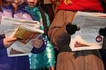 Akce Česko zpívá koledy, která je pořádaná s regionálním Deníkem, se ve středu 14. prosince 2016 v Otrokovicích zúčastnilo na dvě stě lidí.