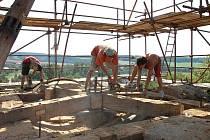 Nová střecha na věži lukovského kostela sv. Josefa bude z mědi.
