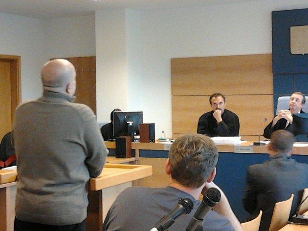 Sedm obžalovaných z takzvané ostravské větve metanolové kauzy u soudu. Ilustrační foto