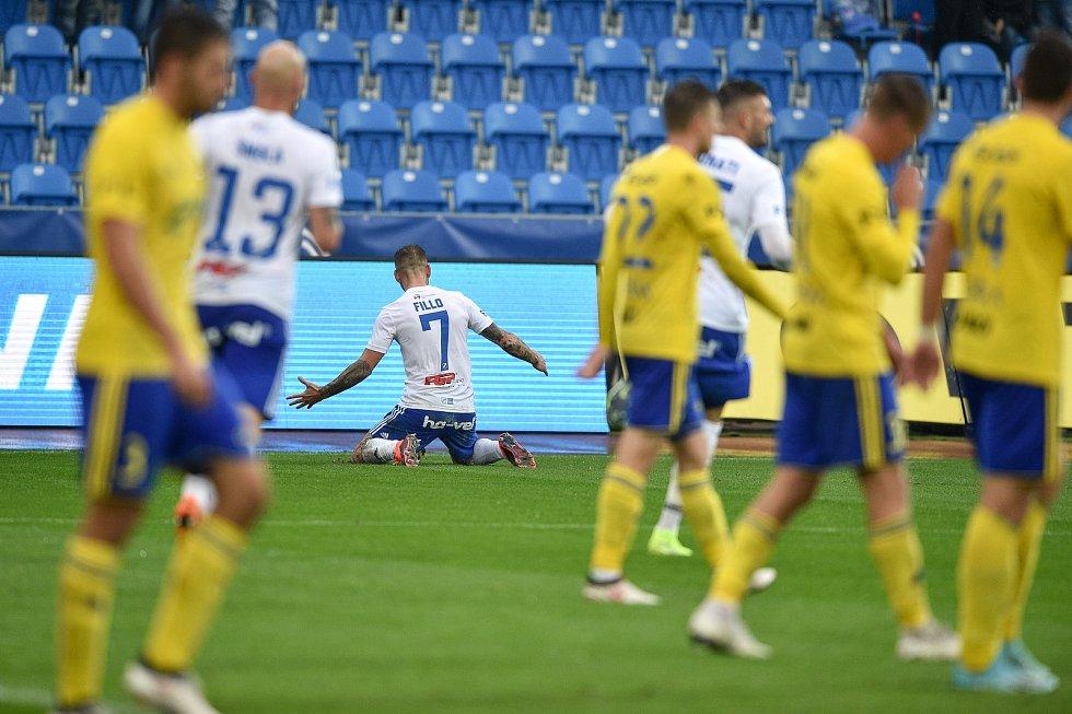 Utkání 12. kola první fotbalové ligy: Baník Ostrava - Fastav Zlín, 5. října 2019 v Ostravě. Na snímku (střed) Martin Fillo.
