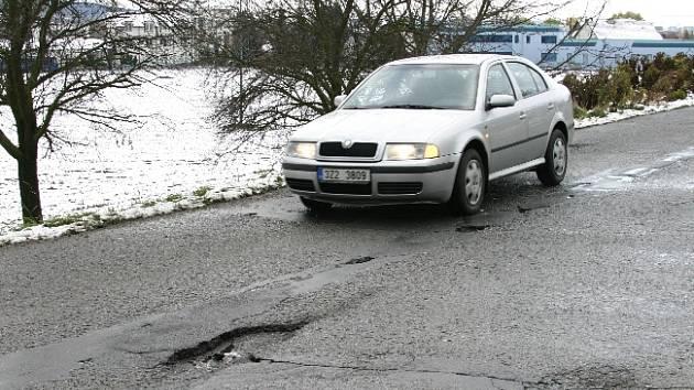 Oprava by neměla minout ani komunikaci ze Zlína-Louk do Tečovic.