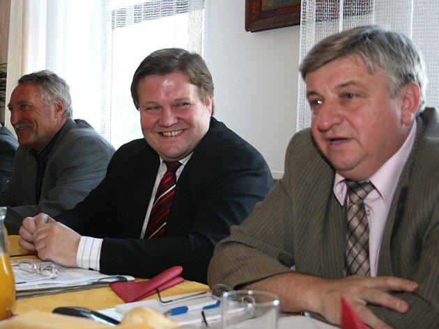 INICIÁTOŘI. Za založením poradny stojí i Zdeněk Škromach (vpravo) a místopředseda Sdružení na ochranu nájemníků Milan Taraba.