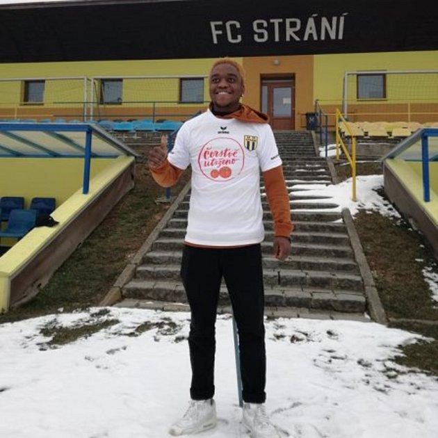 Záložník z Konga Abdallah Juma konečně přiletěl do České republiky. Na jaře bude hrát ve Strání divizi.