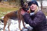 Ztracená fenka Mery . na snímku s majitelkou.