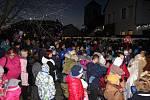 V Tlumačově rozsvítili vánoční stromek. Předtím si užili adventní jarmark