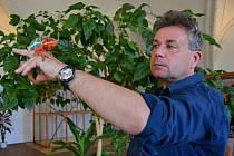 Ředitel Městského kulturního střediska Holešov Pavel Chmelík uspořádal už podruhé výstavu exotických zvířat.