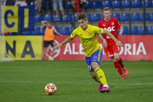 Devatenáctiletý záložník Patrik Slaměna bude ve zbytku sezony hostovat ve druholigovém Prostějově.