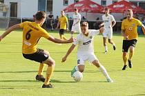 Fotbalisté Zlína B (bílé dresy) v 6. kole MSFL prohráli v Rosicích 1:2.