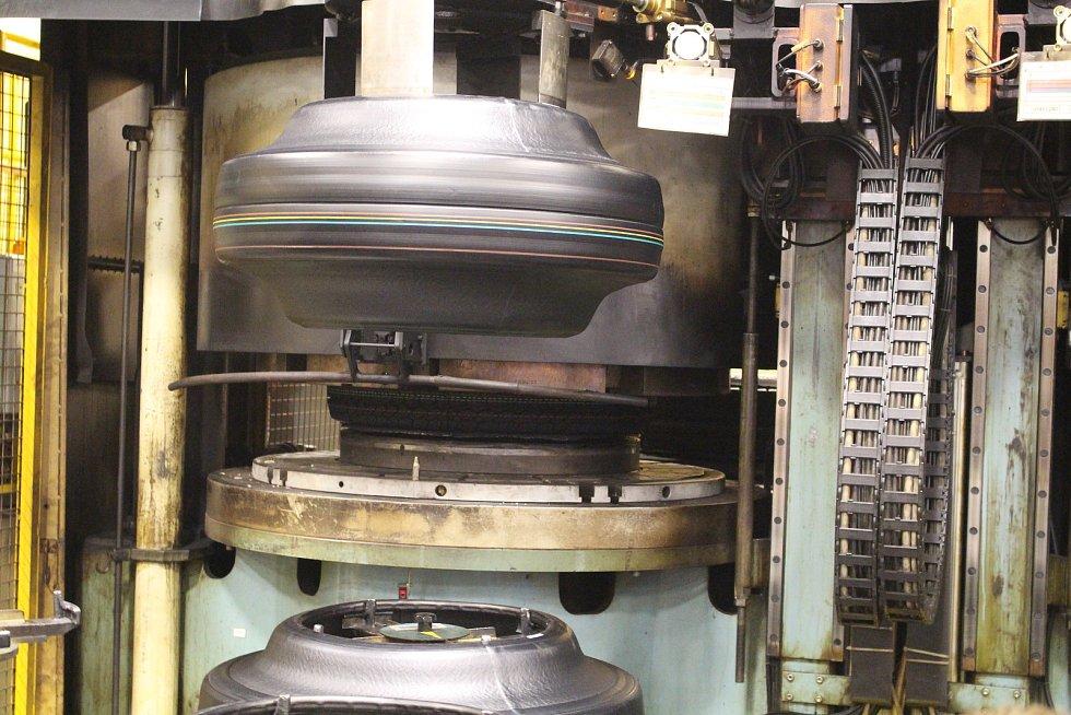 Den otevřených dveří v Continental Barum  - V hale high tech se od roku 2001 provádí výroba PLT plášťů 16-19, zejména kateg. UHP – vysoce výkonné vysokorychlostní pláště.