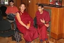Nepálský lama Geshe Thubten Yonten (vlevo) zavítal do Zlína.