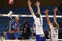 Volejbalisté Zlína (v modrém) v sobotním 23. kole doma porazili Benátky n. J. 3:1 na sety.
