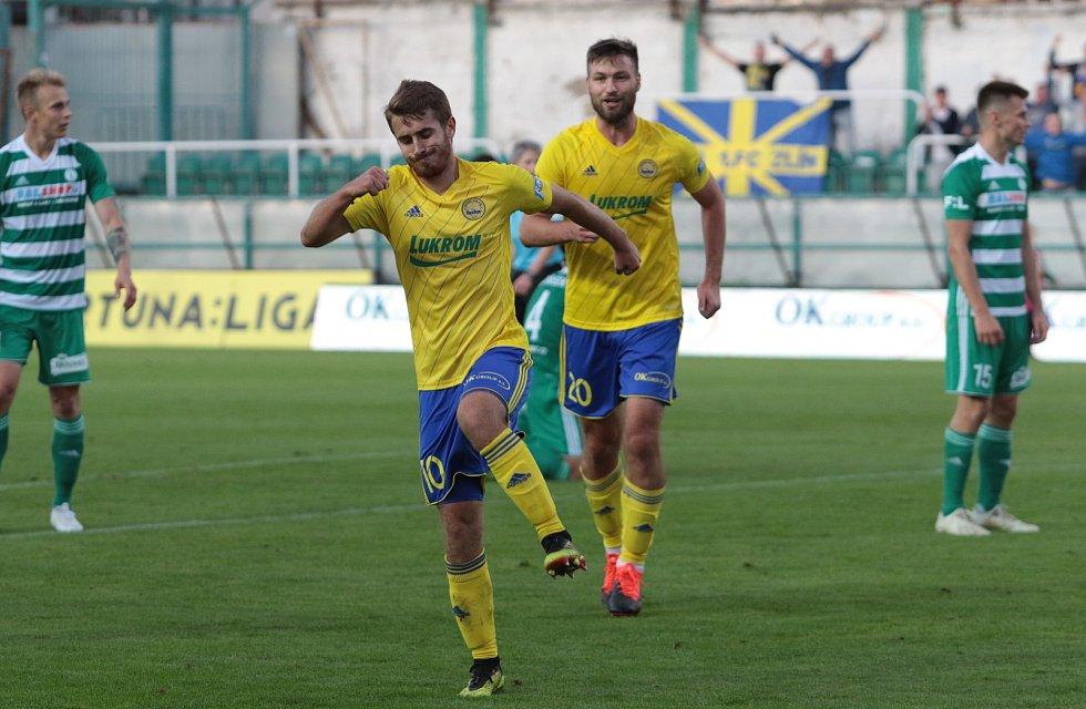 Fotbalisté Zlína (ve žlutých dresech) proti Bohemians 1905